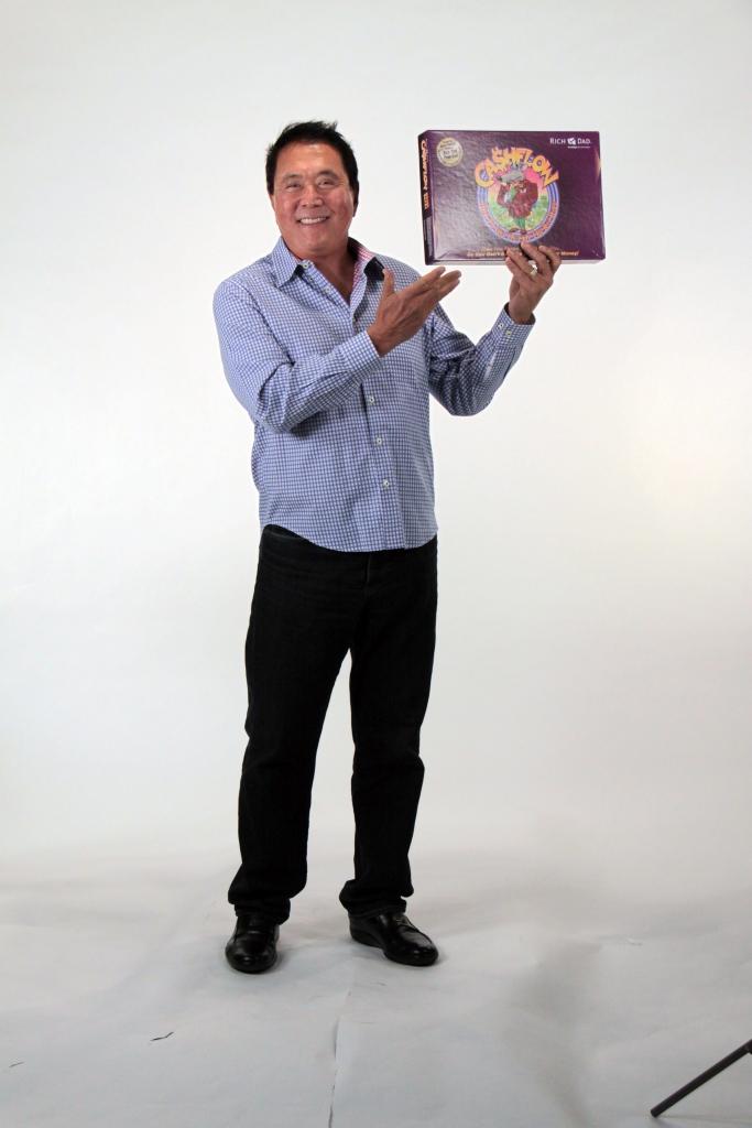 Robert Kiyosaki mit seinem Spiel Cashflow 101
